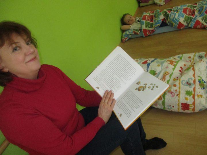 Pohádková čtecí babička